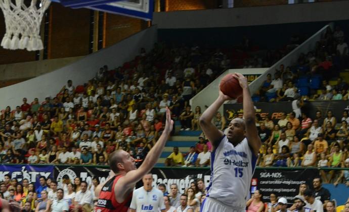 Mogi das Cruzes x Vitória oitavas de final NBB (Foto: Cairo Oliveira)