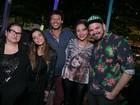 Giovanna Lancellotti, Nando Rodrigues e mais curtem a noite carioca