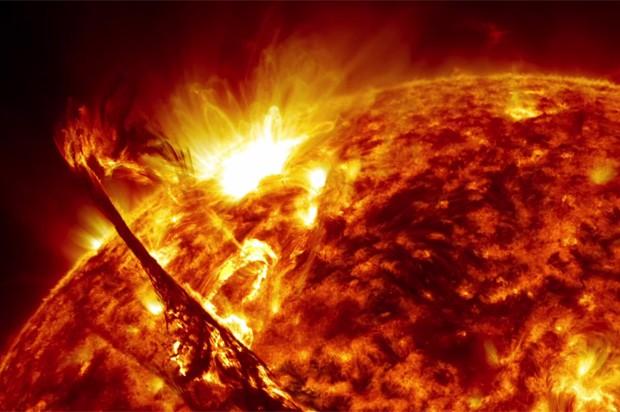 Imagem de vídeo divulgado pela Nasa mostra explosão solar (Foto: NASA's Goddard Space Flight Center/SDO)