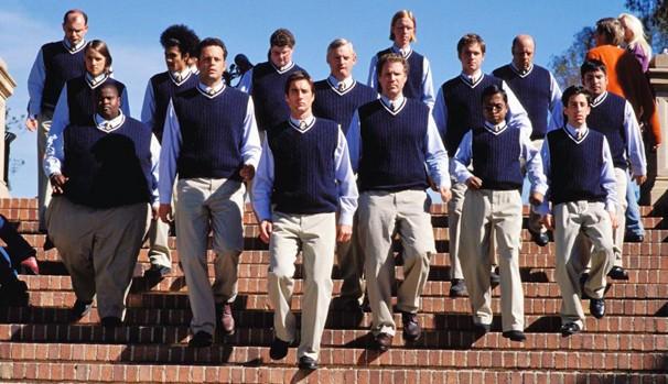 Mitch e seus amigos fundam uma fraternidade na Universidade (Foto: Divulgação/Reprodução)