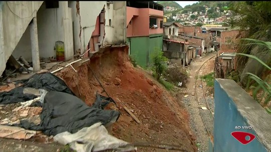 Trânsito em avenida de Vila Velha é liberado após pedra de 2 toneladas rolar