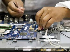 Linha de produção de computadores da Lenovo na fábrica em Itu (Foto: Alessandro Couto/Divulgação/Lenovo )