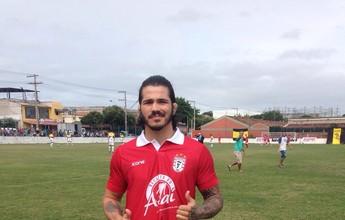Erick Silva disputa partida de torneio de futebol de várzea no Espírito Santo