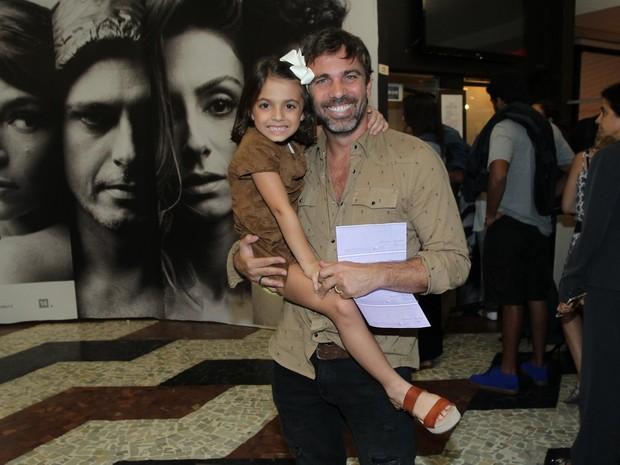 Marcelo Faria com a filha, Felipa, em estreia de peça na Gávea, Zona Sul do Rio (Foto: Marcello Sá Barreto e Webert Belizio/ Ag. News)