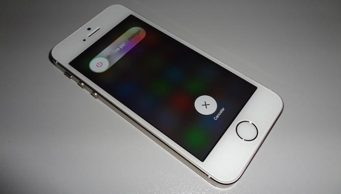 Desligue o iPhone normalmente (Foto: Reprodução/Helito Bijora)