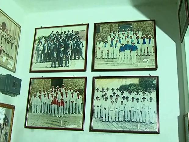 Fotos registram o surgimento do grupo, em 1995, inspirado nos boêmios de Tieta. (Foto: Reprodução/ TV Asa Branca)
