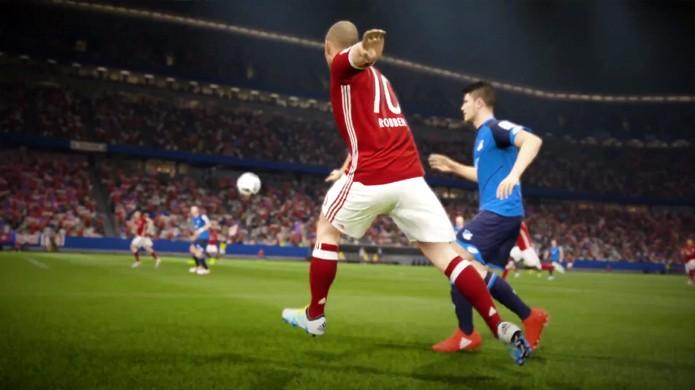 Arjen Roben também aparece no vídeo de Fifa 17 criando as jogadas para o resto do time (Foto: Reprodução/YouTube)