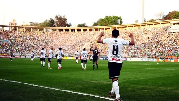 Paulinho, Comemoração, Palmeiras x Corinthians (Foto: Marcos Ribolli / Globoesporte.com)