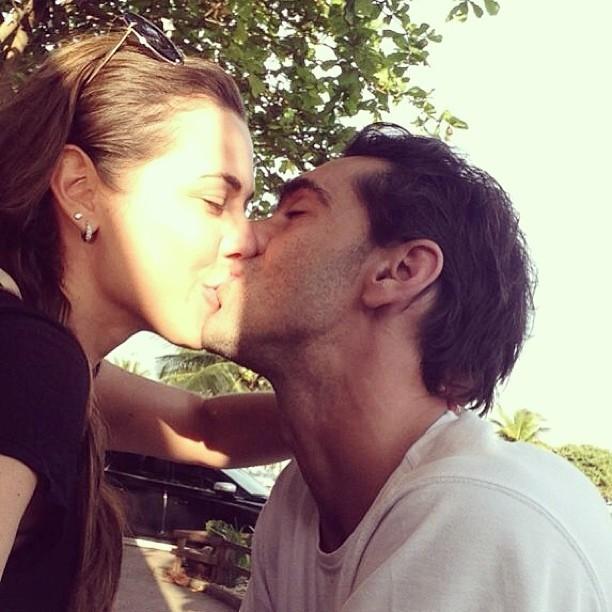 Giba em clima de romance com a namorada Maria Luiza Dautt (Foto: Reprodução Redes Sociais)