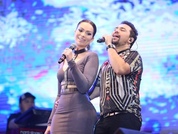 Solange Almeida e Xand, do Aviões do Forró, em show em Campina Grande, na Paraíba (Foto: Nara Fassi/ Divulgacao)