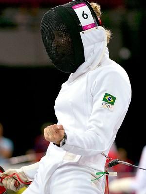 Yane Marques na luta de esgrima do pentatlo  (Foto: Reuters)