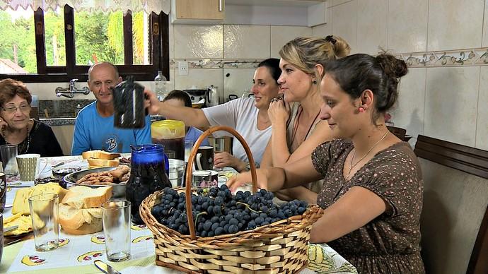 Mistura com Rodaika Grostoli família típicamente italiana Caxias do Sul (Foto: Reprodução/RBS TV)