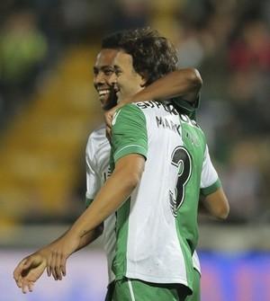 Elias e Markovic comemoram gol do Sporting contra o Famalicão na Taça de Portugal (Foto: Reprodução / Twitter)