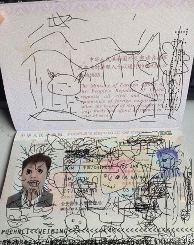 Homem foi impedido de voltar para a China após filho de 4 anos rabiscar seu passaporte (Foto: Reprodução/Weibo/Gou luyou wang)
