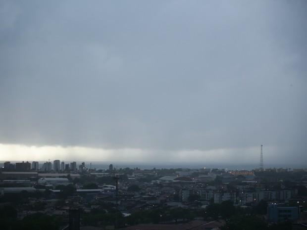 Céu permaneceu nublado no início da manhã (Foto: Jonathan Lins/G1)