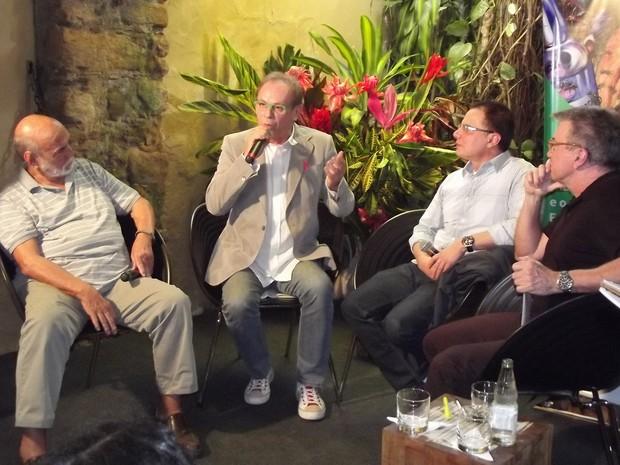 Lima Duarte, José Wilker, Ricardo Linhares e Edney Silvestre em evento paralelo da Flip grande (Foto: Paola Fajonni)