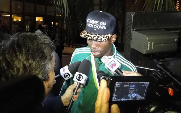 Jogadores da NIgéria chegam ao hotel em BH (Foto: Valeska Silva (Globoesporte.com))