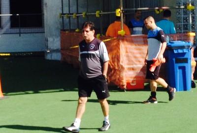 René Simões treino Botafogo (Foto: Marcelo Baltar)