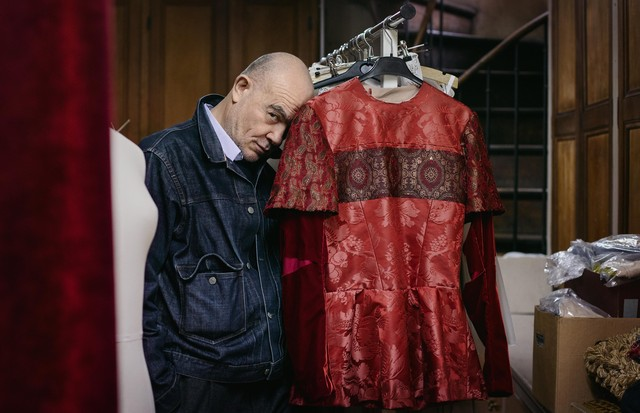 Christian Lacroix backstage at the Paris Opéra (Foto: ANN RAY)