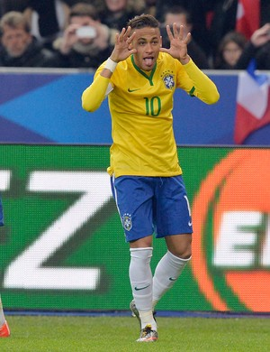 neymar frança x brasil  (Foto: AFP)