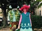 Justin Timberlake, Jessica Biel e o filho posam vestidos de 'Trolls'