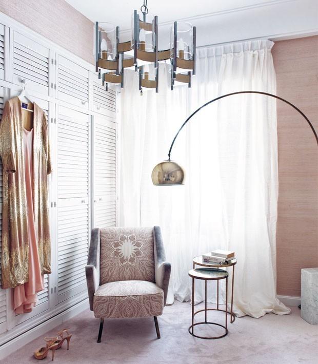 Décor do dia: rosa e dourado no closet (Foto: MONTSE GARRIGA/DIVULGAÇÃO)