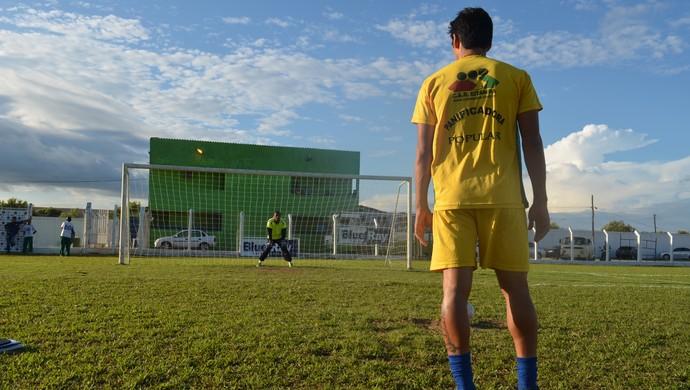 Ariquemes treina cobranças de penalidades para a final do Rondoniense (Foto: Franciele do Vale)