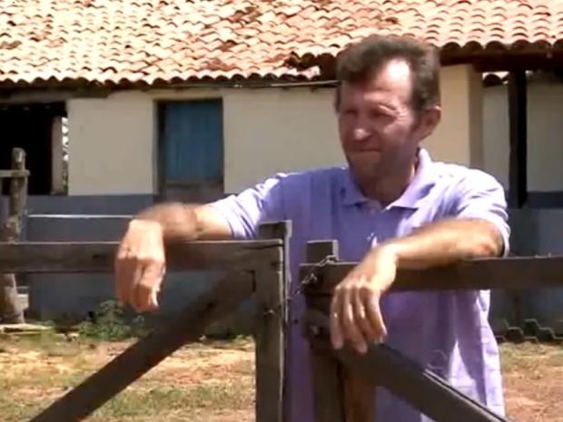 Manoel Barbosa vê obra chegando na porta de casa e relata não sabe rumo a tomar (Foto: Reprodução/TV Clube)