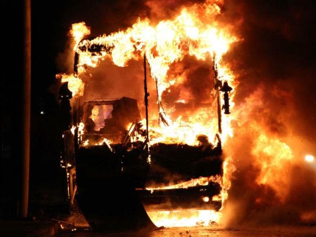 Resultado de imagem para incendio em onibus hoje