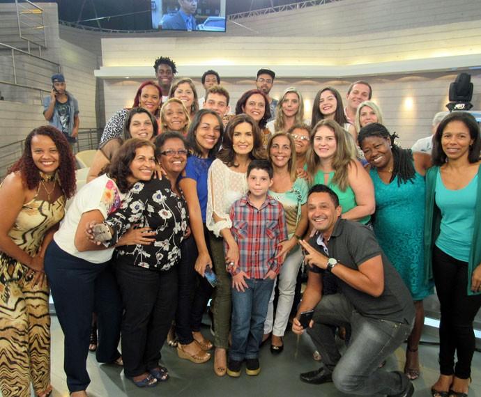Após o 'Encontro', Fátima tira foto com a plateia (Foto: Carolina Morgado/Gshow)