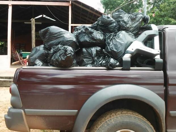 Esta foi a primeira ação do ano e resultou em mais de 50 sacos de lixo recolhidos em toda a extensão da praia (Foto: Maria Raimunda Alves/Semat)