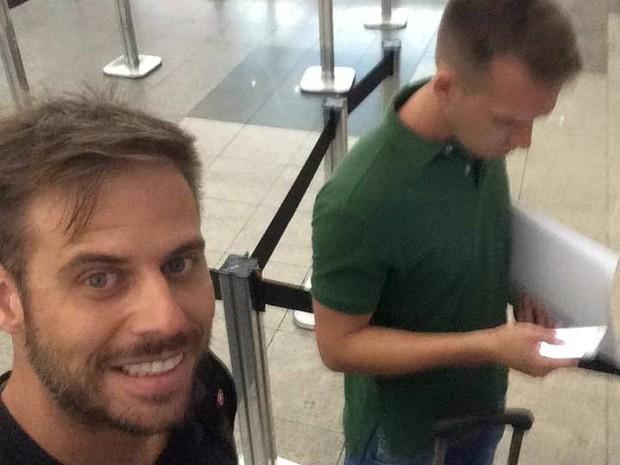 Dealberto e Fernando saíram do Brasil no dia 2 de janeiro (Foto: Reprodução/Facebook)