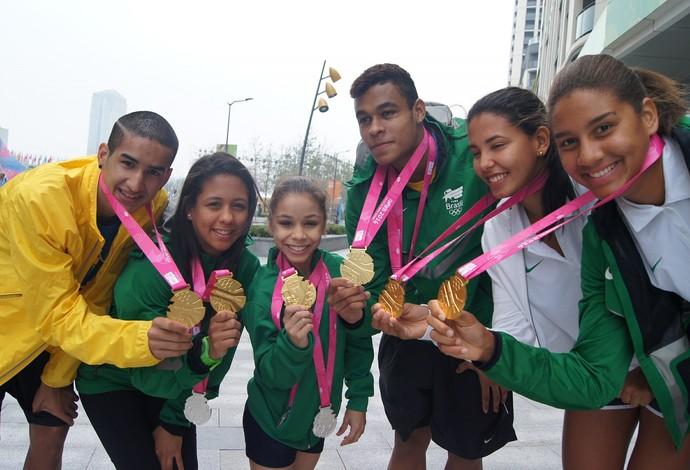 Medalhas de ouro Jogos Juventude (Foto: Wander Roberto/Inovafoto/COB)