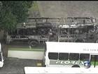 Dois ônibus e uma Kombi são incendiados em Belford Roxo, RJ