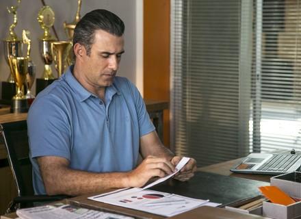 Resultado do teste de DNA mostra que Ricardo é o pai de Joana