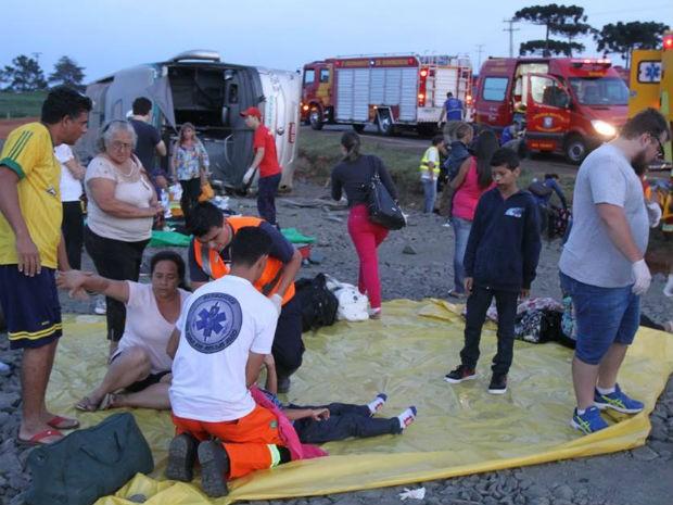 Três pessoas morreram e outras 36 foram encaminhadas para hospitais da cidade; oito seguem em estado grave (Foto: Fabio Matavelli)