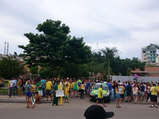Manifestação Nova Serrana (Foto: Aline Fonseca/G1)