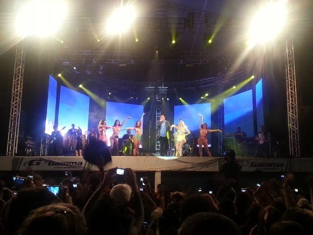 Show de Leonardo atraiu quase 35 mil pessoas a Expomontes 2013 (Foto: Nicole Melhado / G1)