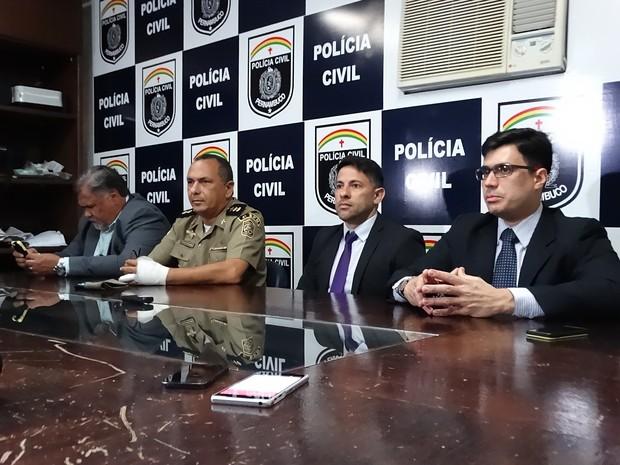 Polícias formaram força-tarefa para investigar explosões de banco em PE (Foto: Rodrigo Miranda/G1)