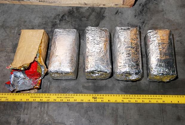 Cerca de 200 kg de cocaína foram encontrados na embarcação (Foto: AFP)
