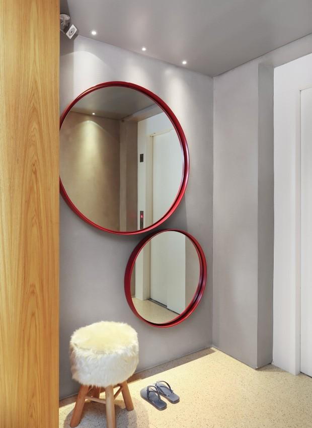Espelhos no hall de etrada (Foto: Mariana Orsi / Divulgação)
