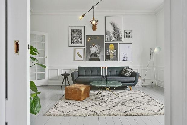 Décor do dia: sala de estar crean com quadros na parede (Foto: reprodução)