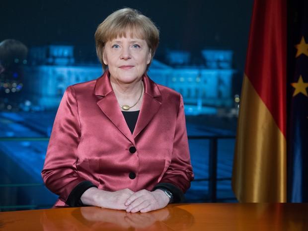 Angela Merkel durante seu discurso de fim de ano na Alemanha (Foto: MAURIZIO GAMBARINI/POOL/AFP)