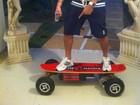 Gracyanne publica foto de Belo em cima de skate: 'minha criança'
