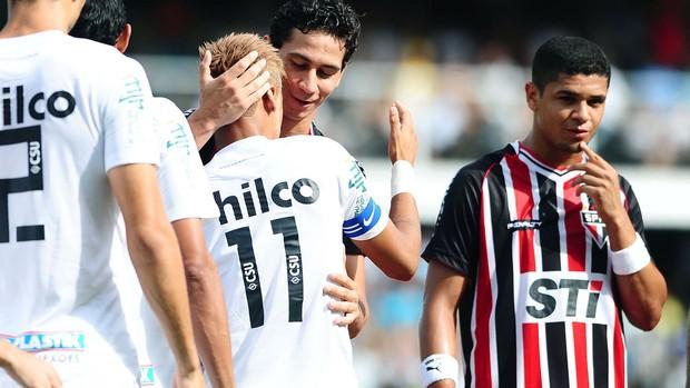 Neymar e Ganso no jogo do Santos e São Paulo (Foto: Marcos Ribolli / Globoesporte.com)