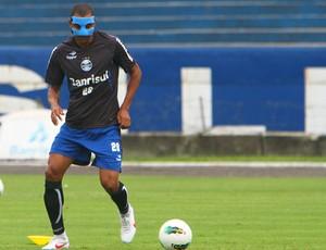 gilberto silva máscara grêmio (Foto: Lucas Uebel/Grêmio FBPA)