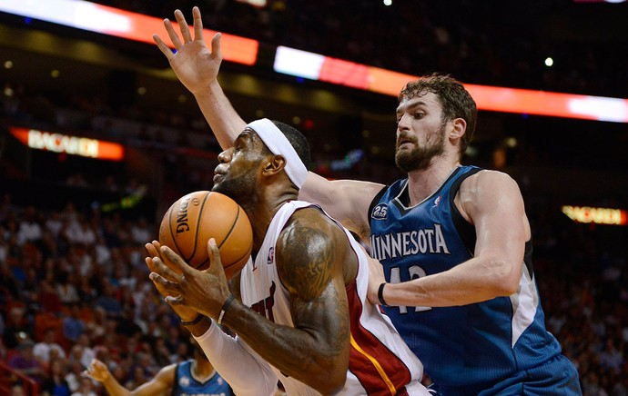 Kevin Love e Lebron James Miami Heat x Minnesota NBA (Foto: Getty Images)