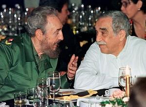 Gabriel García Márquez com Fidel Castro,  em Havana,  em 2000 (Foto: Rafael Perez / Reuters)