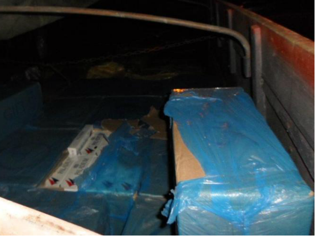 Caminhão foi parado na Rodovia Castello Branco em Quadra, SP (Foto: Divulgação/Polícia Rodoviária)