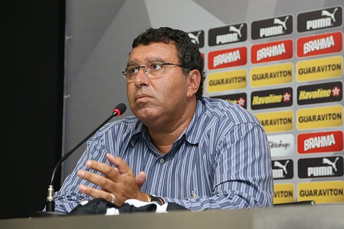 Ayrton Mandarino, diretor comercial do Botafogo